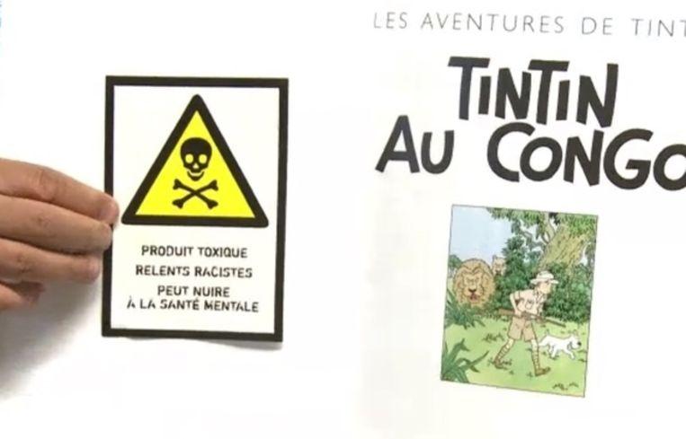 'Giftig product. Racistische inhoud. Kan de geestelijke gezondheid schaden', zo waarschuwt de sticker.