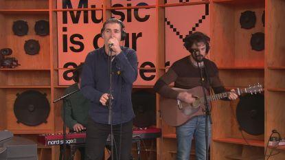 Yevgueni ontroert met live versie van 'Als Ze Lacht' voor 'ons Valerie'