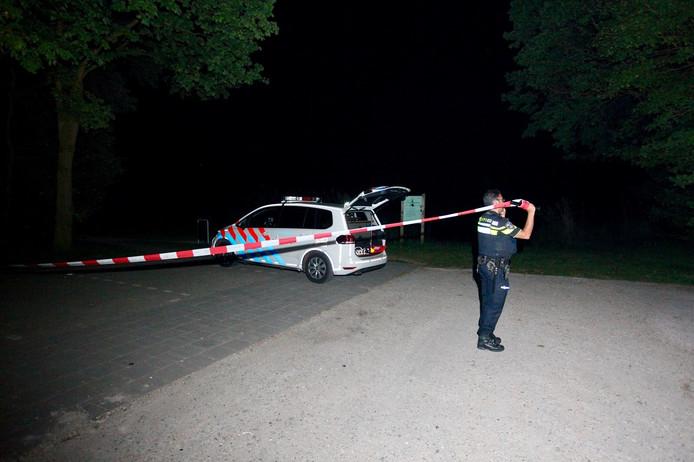De politie zet woensdagavond 9 mei park Wolfsweide in Rijen af met een lint om onderzoek te doen naar een ernstig zedenmisdrijf.  Meer getuigen worden nog gezocht.