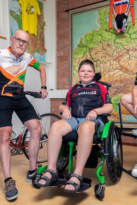 Leerlingen Willem van Oranje College zwoegen een week op de fiets voor Finn. 'Mijn moeder vindt het niet normaal'