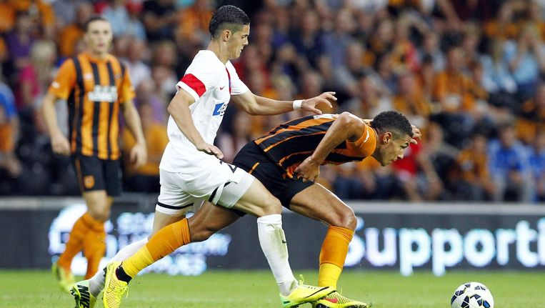 Haris Hajradinovic (links) tijdens het Europa League-duel tegen Hull City.