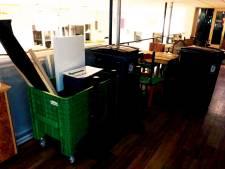 Inventaris stembureau staat onbeheerd in flat: 'Geen stembiljetten in verzegelde kratten, maar koffie en koekjes'