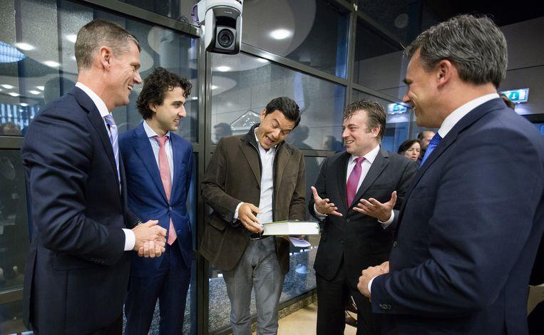 Thomas Piketty bezoekt de Tweede Kamer in 2014. Van links naar rechts: Pieter Duisenberg (VVD), Jesse Klaver (GroenLinks), Thomas Piketty, Arnold Merkies (SP) en Marc Harbers (VVD).  Beeld ANP