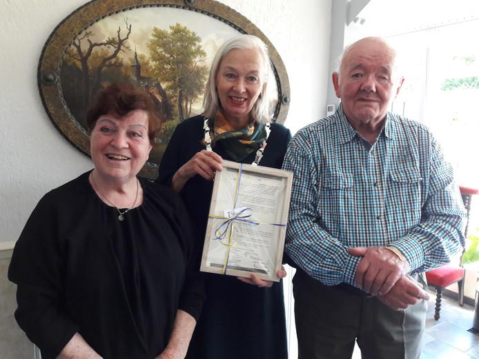Burgemeester Mittendorff op bezoek bij Tonny en Henk.