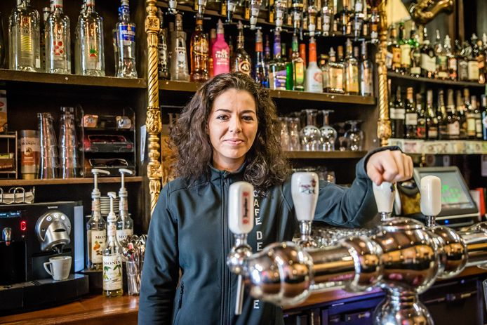 Archieffoto van Roxanne Machielse, eigenaresse van café De Pompe in Goes.