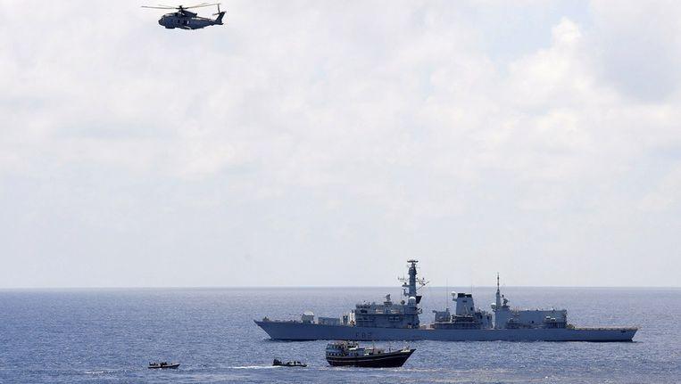 Een schip dat wordt begeleid door Britse mariniers Beeld reuters