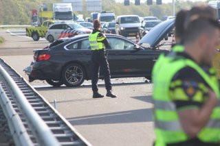 Veel hulpdiensten vanmorgen op  de A1 na een aanrijding tussen een vrachtwagen en een personenauto.