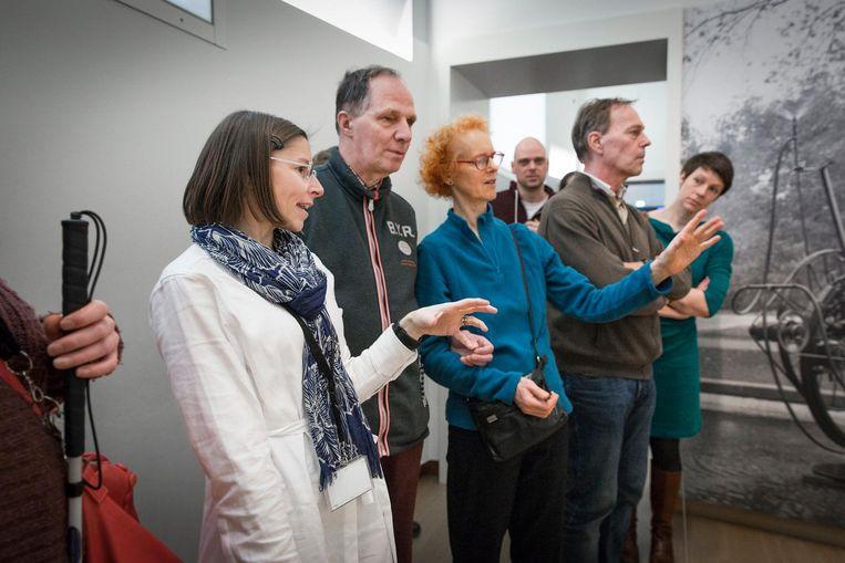Annette Steinbusch: 'Misschien kunnen we onze knutselwerken bij volgende tentoonstellingen gebruiken' Beeld Dingena Mol