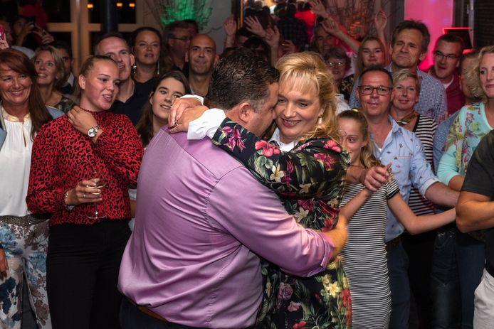 Nancy Rolleri-Van der Ven met haar echtgenoot Romano tijdens de viering van hun zilveren bruiloft. Ze genoot van het leven, maar moest er veel te vroeg afscheid van nemen.