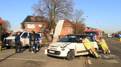 Auto's botsen in Schoolstraat, bestuurders en baby ongedeerd