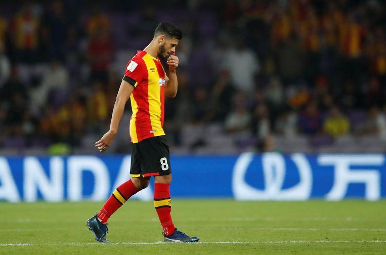 Anice Badri van Esperance Sportive de Tunis stapt van het veld op het WK voor clubs.