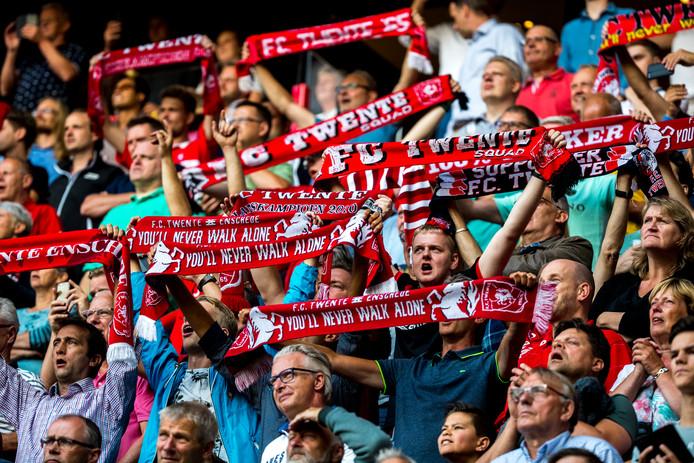 Gemiddeld steunen ruim 25.000 fans de club bij de thuisduels in de Grolsch Veste, een enorm aantal voor de eerste divisie.