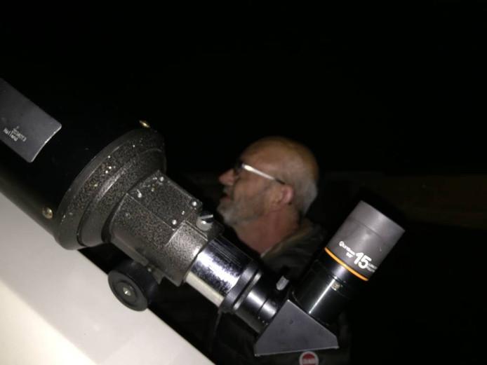 De reuzentelescoop van Corona. Op de achtergrond Jan Adelaar. Foto: DG