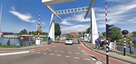 Protest tegen verbreden Sloterbrug: 'Historische karakter dorp brokkelt af'