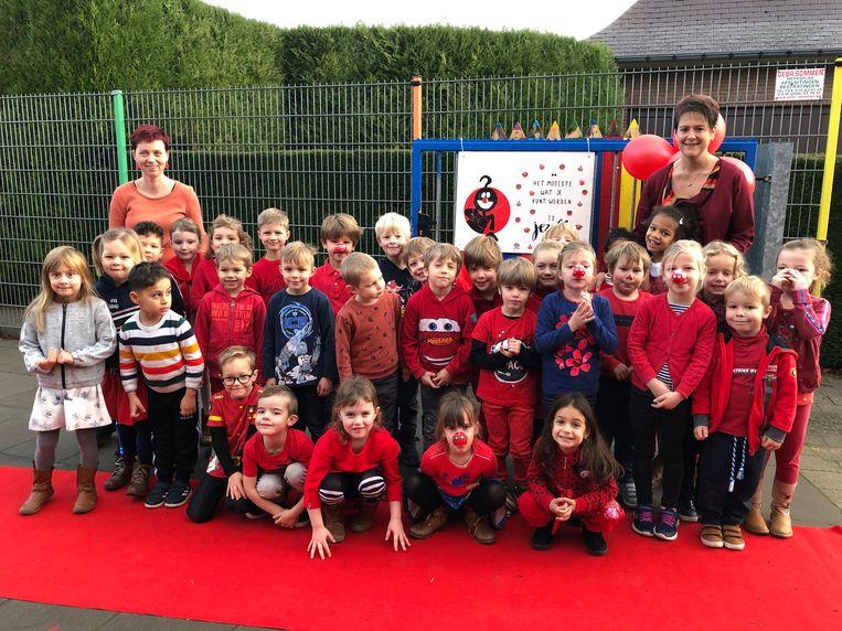 De leerlingen van Toverveld vieren de slotdag van Rode Neuzendag.