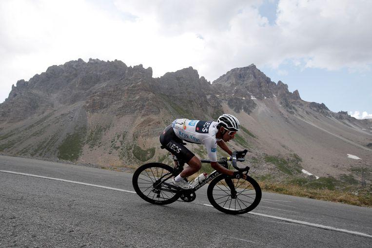 Egan Bernal van Ineos tijdens de 18de etappe van de Tour de France, in de Alpen.  Beeld EPA