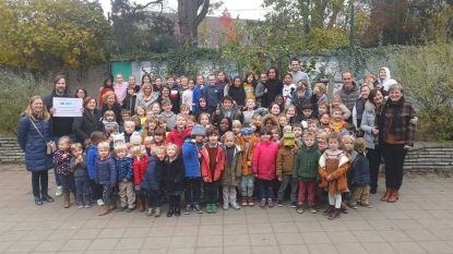 Basisschool De Kleine Planeet wint scholenwedstrijd 'Grootste vingerverfschilderij ter wereld'