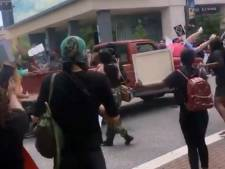 Un pick-up fonce sur les manifestants en Floride