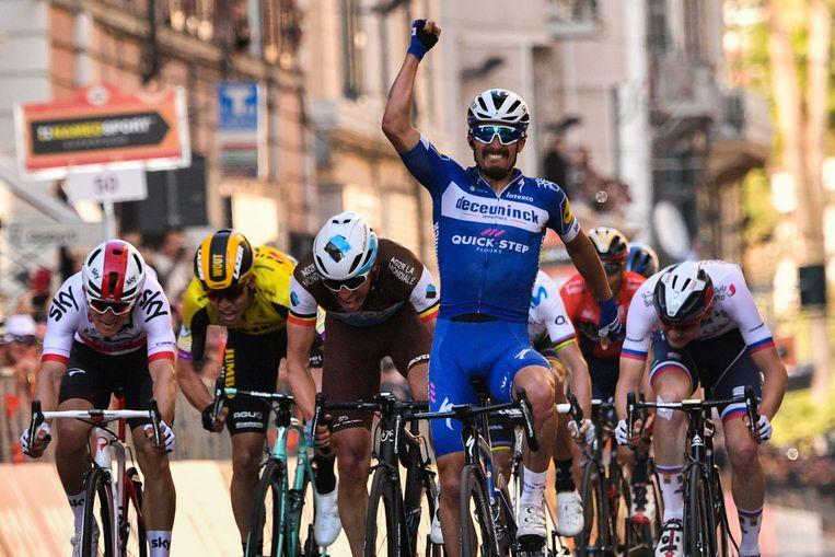 Julian Alaphilippe wint  Milaan-San Remo.  Beeld AFP