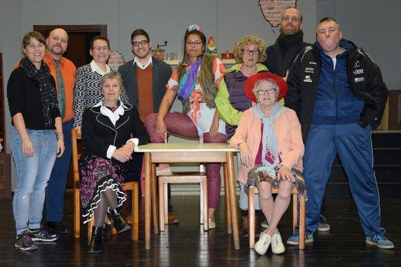 Vreugd in Deugd brengt tien acteurs op de planken voor 'De kat in de kelder'.