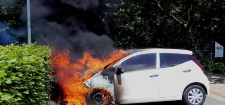 Auto uitgebrand op parkeerplaats voetbalvereniging Real Lunet Vught