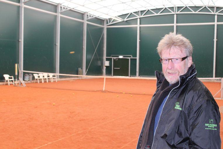 Gilbert Van Hoorebeke in de nieuwe tennishal.