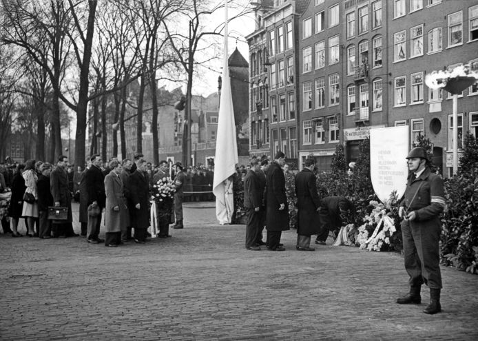 1800-01-01 00:00:00 Herdenking Februaristaking op het Waterlooplein 25-2-1949