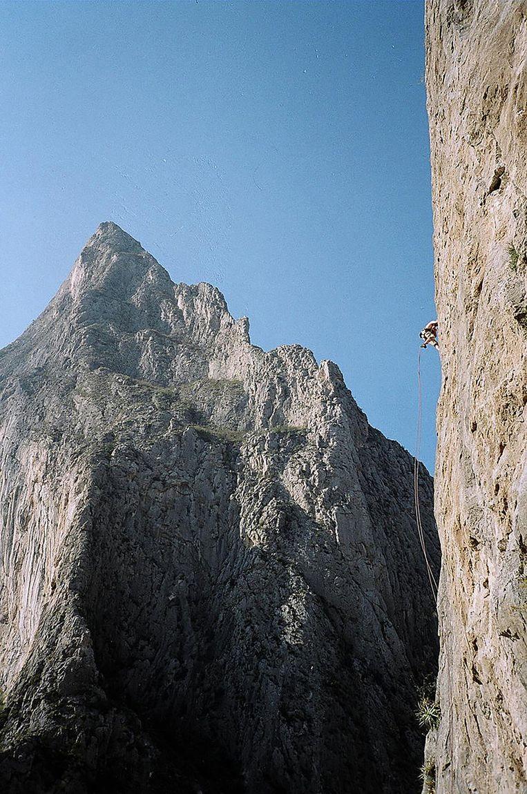 De steile bergwand in El Potrero Chico waar de recordklimmer viel.