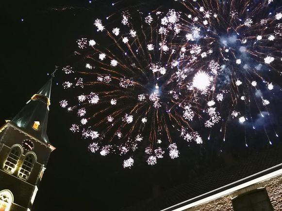Tijdens de kermis is er in Aalter nog altijd vuurwerk. De burger mag daar ook op oudejaarsavond nog pijlen afschieten.