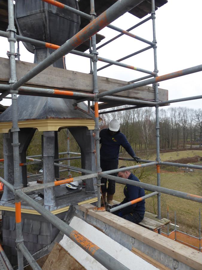 Het werk aan de kleine klokkentoren van landgoed Haanwijk zit er bijna op.