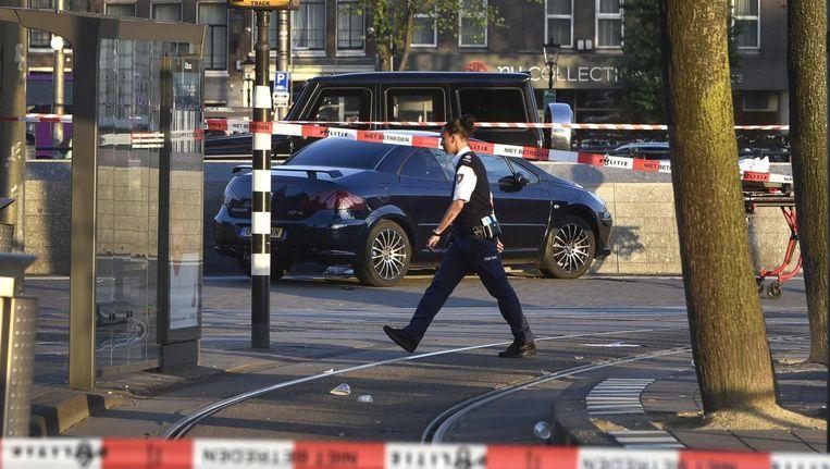 In een auto in West ligt het lichaam van de 44-jarige Italiaanse maffioso Saverio Tucci. Beeld .