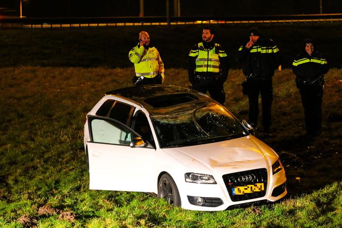 De Audi die flinke schade aan de ruit heeft opgelopen bij de crash.