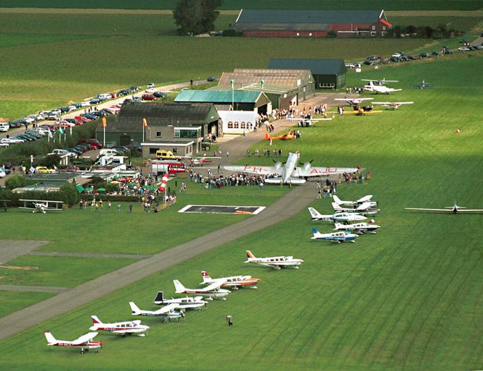 Vliegveld Midden Zeeland is voorstander van het draaien van de start- en landingsbaan zolang de vaste bewoners niet geconfronteerd worden met extra overlast.