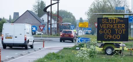 Bonnenregen haalt te weinig uit: hekken tegen sluipverkeer in Den Hoek