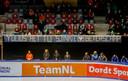 Steun voor Knegt is er ook op de tribunes in Dordrecht.