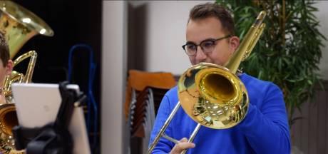 Leden van Rhenense showharmonie OBK schitteren in docu: 'Ik hou van die club'
