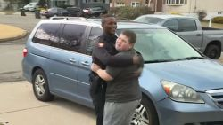 Agent redt vermiste teddybeer nadat autistische jongen 911 belt