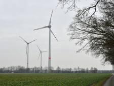 Bewoners komen in het geweer tegen  'verboden' windmolens in De Lutte