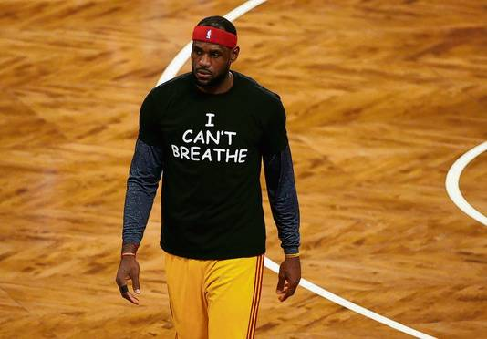 LeBron James in 2014 met het T-shirt 'I can't breathe'.