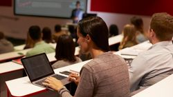 Limburgse hogeschool PXL verbiedt laptop in les