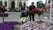 Korte bloemenhulde voor nationale feestdag