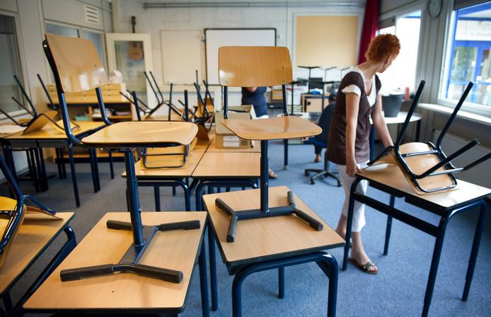 Zowel jonge als potentiële leraren knappen af op een baan als docent, hoe graag ze ook voor de klas willen staan.