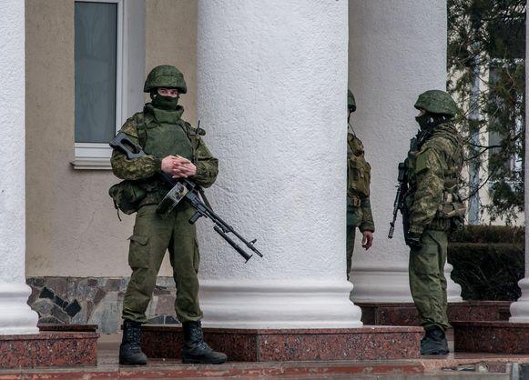 Militairen bewaken de grens.