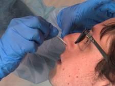 Eerste zorgmedewerkers getest op corona in speciale teststraten