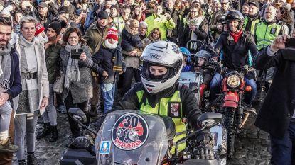 """300 motards begeleiden SX-frontvrouw naar Warmste Week: """"Het was redelijk geschift"""""""