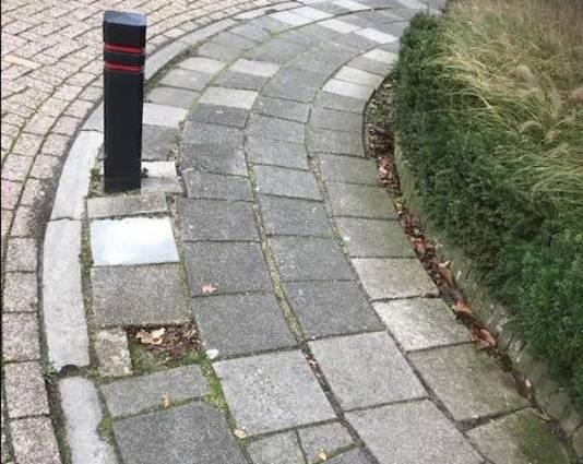 Nog een hobbelige stoep met obstakel in het centrum van Schaijk.