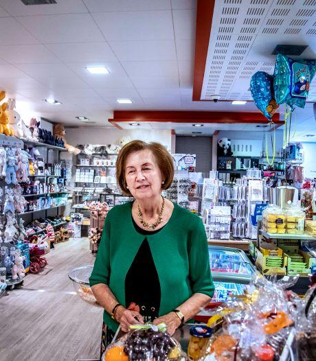 Betty (80) werkte 65 jaar in ziekenhuiswinkeltje in Tilburg: 'Ik heb mijn hart en ziel gegeven'