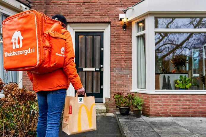 Sinds 2017 laat McDonald's maaltijden ook bij klanten thuisbezorgen. Dat wordt verzorgd door Thuisbezorgd.nl en Uber Eats.