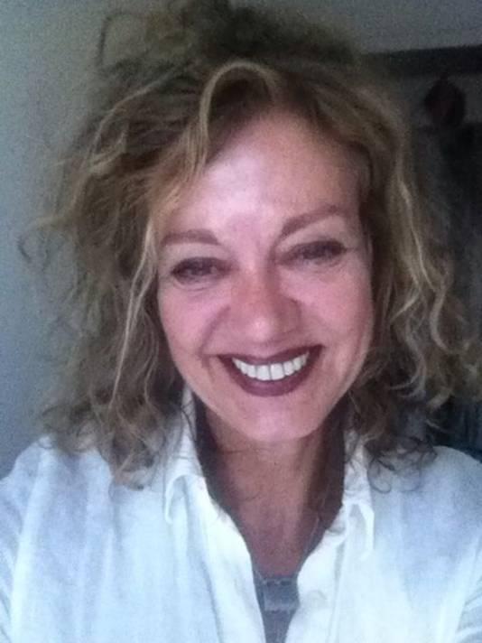 Arenda van der Meer (59) was drie jaar werkloos maar heeft nu weer een baan.