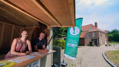 Toerisme Heuvelland ontvangt bezoekers in houten chalet